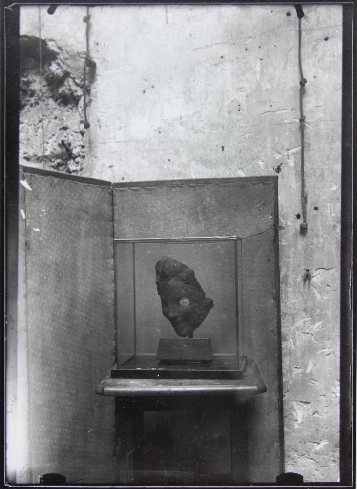 Medardo Rosso, 'La Rieuse sul paravento', 1902